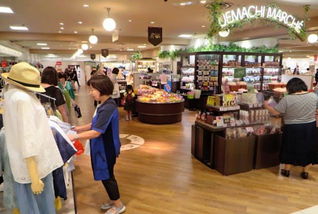 1つの売り場に洋服や雑貨、カフェなど7つのショップが入り、市場のように楽しんで歩けるようにした