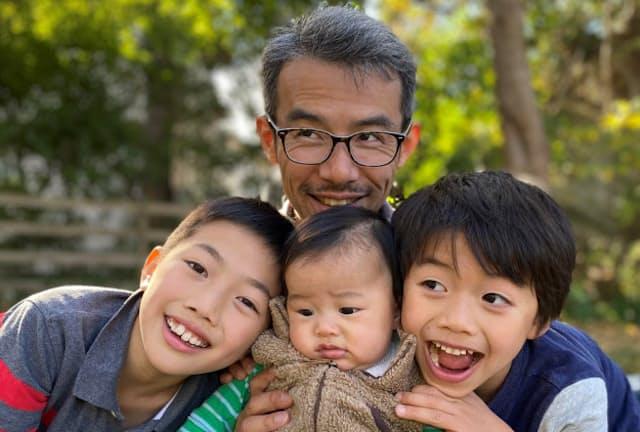 共働きの妻と息子3人の5人家族。日々いろいろなことが起こるが、その都度乗り切っている