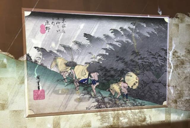 作品のレプリカに映像を重ねるなど、新しい鑑賞を体験(東京都新宿区のNTTインターコミュニケーション・センター)