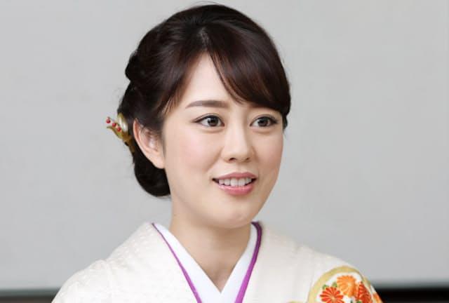 1984年兵庫県生まれ。演歌歌手として2005年にデビュー。16年に活動の拠点を東京に移す。「霧の川」「佐渡の夕笛」がヒット。大みそかの第68回NHK紅白歌合戦に初出場する。