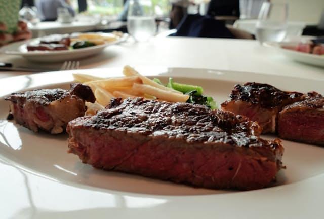 短角牛は赤身肉の肉らしいうまさに加えて、和牛特有の華やかな脂の甘さがある(東京都港区の「Union Square Tokyo」)