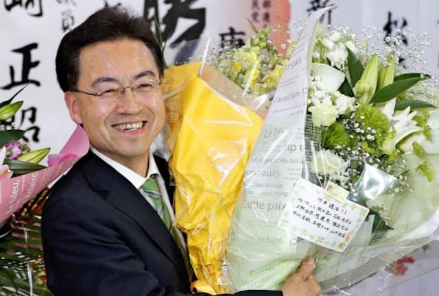 福井県知事選では「幸福度日本一の実感がない」と訴えた新人が現職を破った=共同