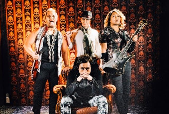 エープリルフールに架空バンドの解散を発表した(後列中央がメイ氏)