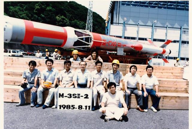 大学院時代からM3S-II型ロケットの開発に取り組んだ(左から2番目が川口氏)