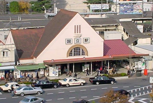 東京都国立市のシンボル的存在として親しまれた、三角屋根の旧国立駅舎