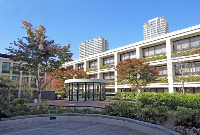 灘中学・高校の中庭=神戸市東灘区