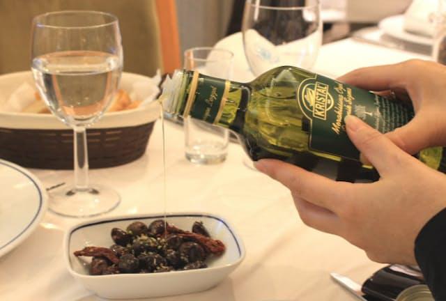 オリーブオイルを食事に取り入れることによるさまざまな健康効果が注目されている