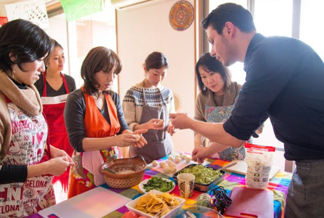 Tadakuのフランシスコさんによるメキシコ地方の家庭料理の教室の様子