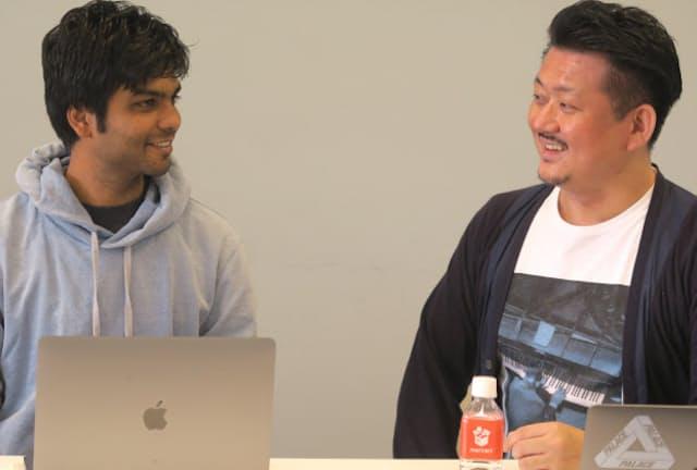メルカリの田面木宏尚執行役員(右)とエンジニアのバンシア・ビシャール氏
