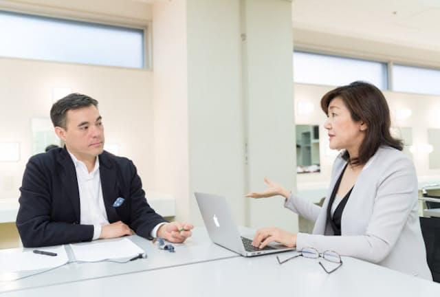 (左)ドラッカースクール(正式名称はPeter F. Drucker and Masatoshi Ito Graduate School of Management)のジェレミー・ハンター准教授。同大学院 Executive Mind Leadership Institute 創始者。(右)白河桃子さん(写真:吉村永、以下同)