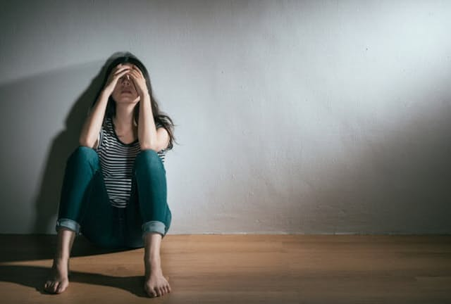 うつ病と診断されたら「自立支援医療」を利用する(写真はイメージ=PIXTA)