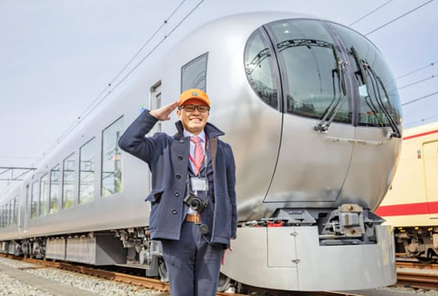 西武鉄道の「001系 Laview(ラビュー)」と南田裕介さん