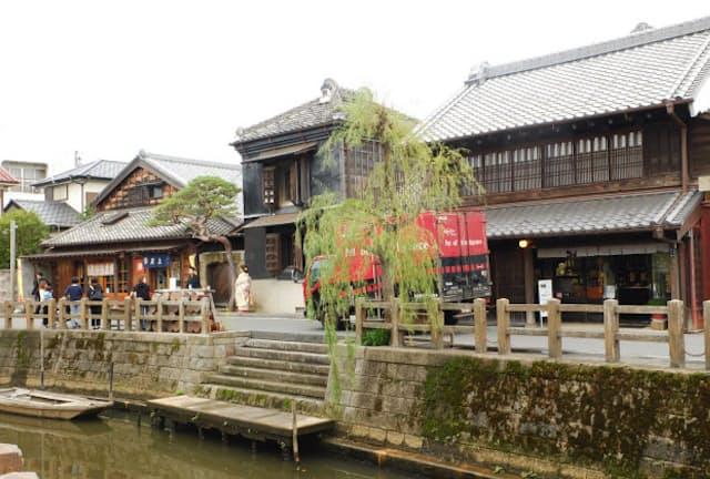 小野川沿いに歴史的町並みが続く、千葉県佐原市(写真:水津陽子)