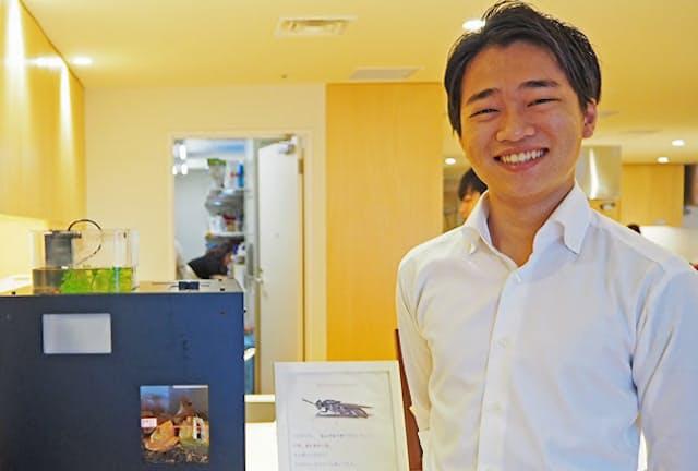 川本亮さん。試作品を置く場所を提供してもらったクックパッド本社で