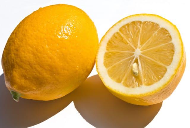 マイヤーレモンはレモンとオレンジの自然交雑で生まれたとされる=PIXTA