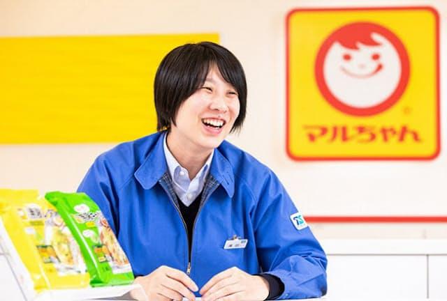 何度も口に運びたくなる「やみつき感」にこだわった、と話す東洋水産の澤田舞夕さん