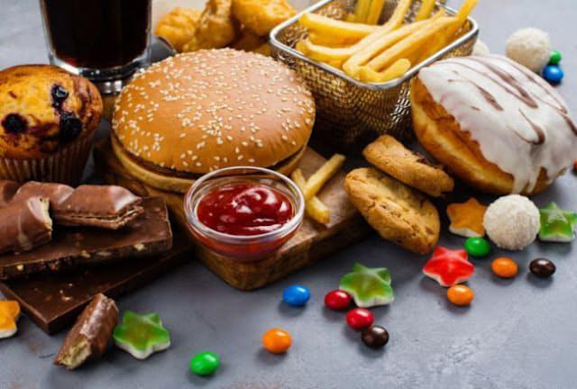 血糖値を上げやすい食品のとりすぎが不眠症の原因に?(C)happylark-123RF