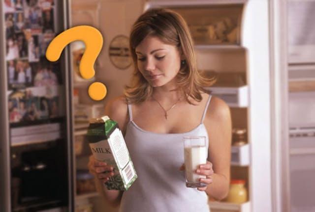 牛乳パックを冷蔵庫から取り出すときに落としそうになるのは、筋力の衰えが原因ではない?(c) designpics-123RF