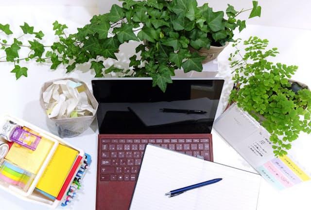 テレワークや在宅ワークでは机周りを整理して仕事効率化につなげたい