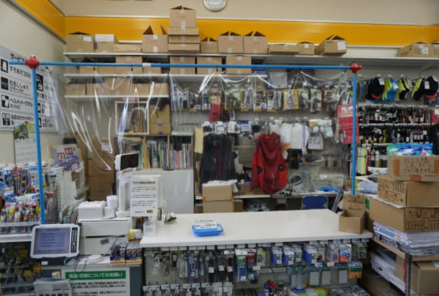 お手製の「飛沫防止シールド」を設置して営業を続けたワークマンの店舗