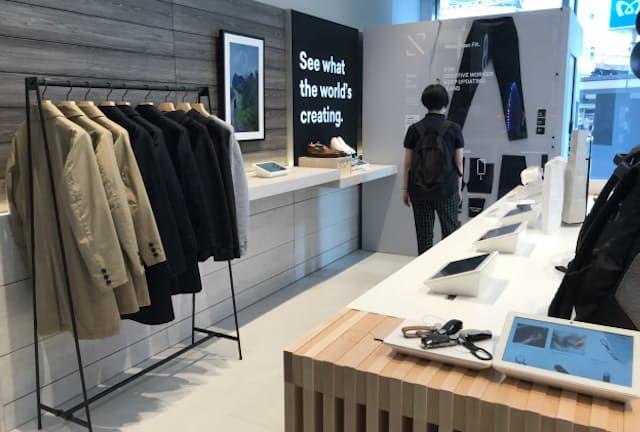 FABLIC TOKYO の「STAMP」やワシオの「Yetina」など、新興ファッションブランドが並ぶ