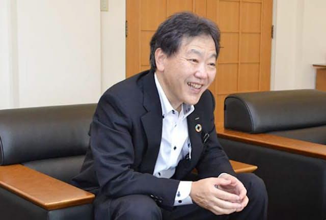 NTTデータの藤原遠副社長は、富士山測候所の通信システムに携わった父に憧れた
