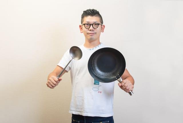 台所番長こと、合羽橋の老舗料理道具店、飯田屋の6代目、飯田結太氏。中華料理に欠かせない7つの道具を紹介する