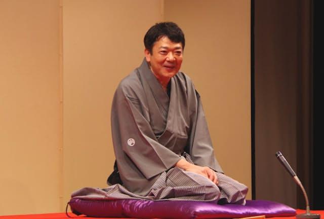 高座をつとめる立川談笑さん(2020年6月、東京都武蔵野市)