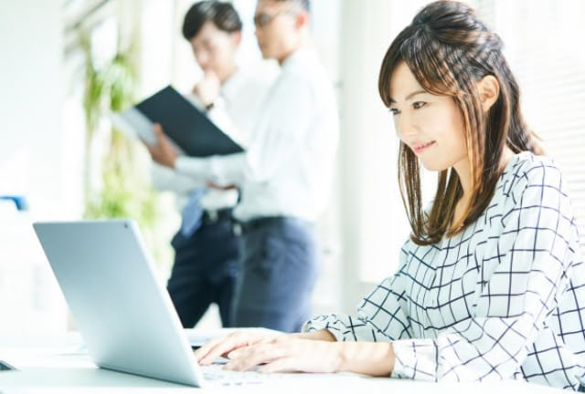 パートタイマーなど短時間で働く人でも社会保険に入りやすくなる(写真はイメージ=PIXTA)