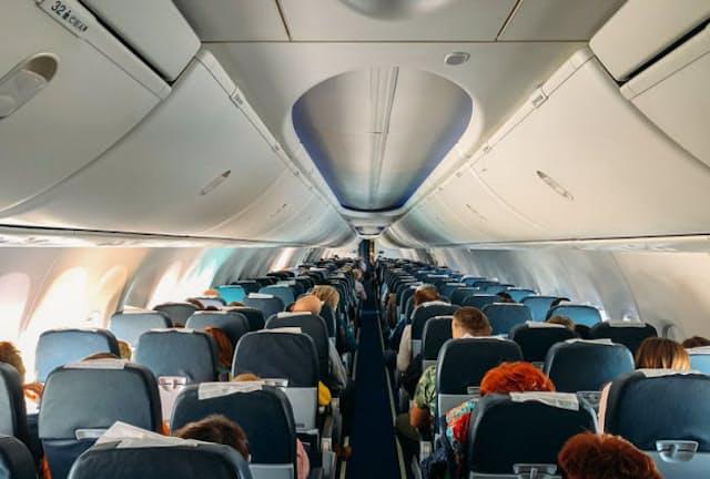 飛行機内で感染者が出た場合、どこまでが濃厚接触者となるのだろうか? 写真はイメージ=(c)dedmityay-123RF
