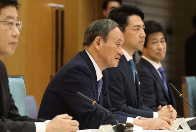 地球温暖化対策推進本部の会合であいさつする菅首相