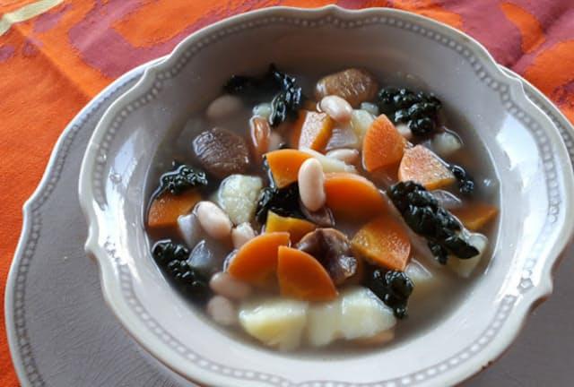 これから大きく注目されそうな「イタリア薬膳」。12月上旬、これをテーマにした本が出版された。同書で紹介された冬にお薦めの料理の一つ「栗と白いんげん豆とにんじんのミネストラ」