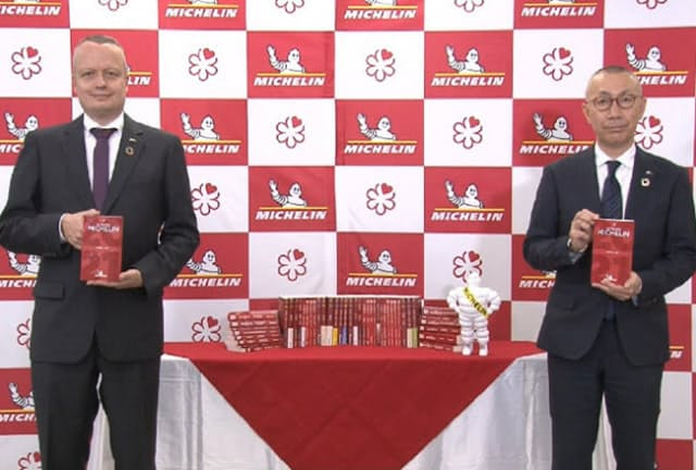 昨年12月、オンラインで開催された『ミシュランガイド東京 2021』の発表会。左が日本ミシュランタイヤ社長ポール・ペリニオさん