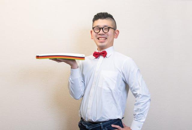 台所番長こと、合羽橋の老舗料理道具店、飯田屋の6代目、飯田結太氏。まな板に第3の素材が登場