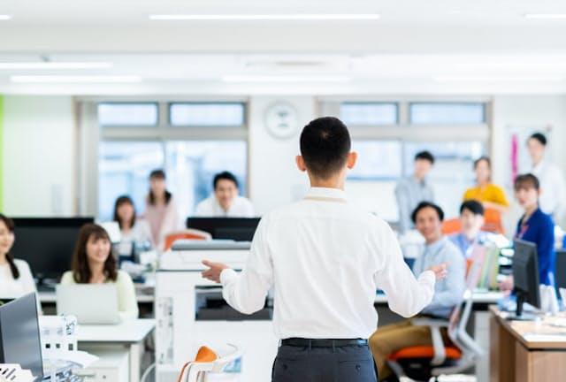 リーダーのしゃべりには、信頼や結束を引き出す働きが求められる(写真はイメージ) =PIXTA