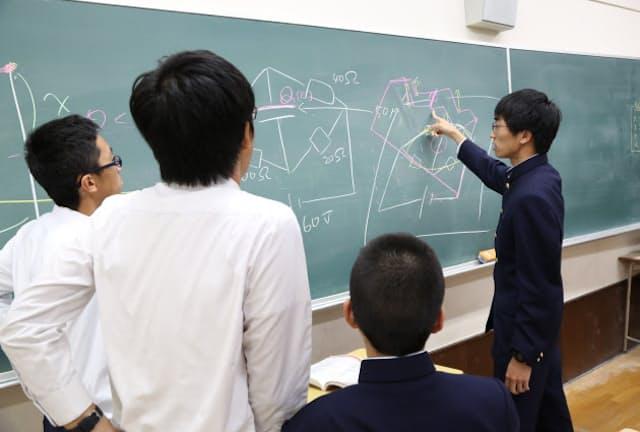 物理部の活動風景(学校提供)