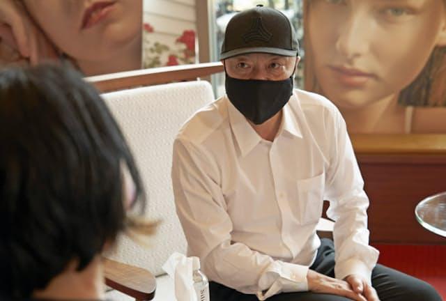 「男性も女性も自分の顔を好きになって、本来の素材を大事にしてほしい」と吉川康雄さん。女優や政治家を顧客に持ち、雑誌などでもグローバルに活躍する