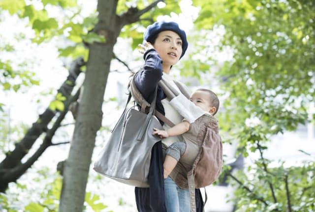 育児休業給付金の受給期間を延長する場合の注意点とは(写真はイメージ=PIXTA)
