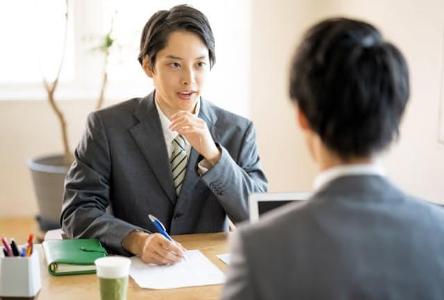 職務経歴書は面接の重要な手掛かりに使われる(写真はイメージ) =PIXTA