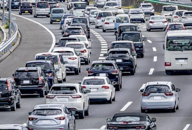 渋滞緩和や排気ガス抑制の効果が見込まれる(写真はイメージ)=PIXTA