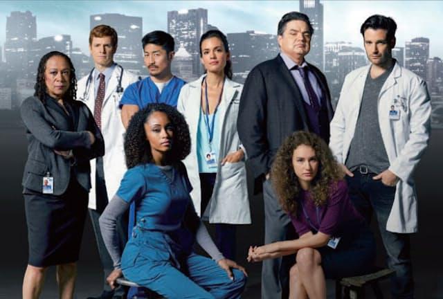 『Chicago Med』  新たに開設されたシカゴの総合病院の救急部門を舞台に、『ER/緊急救命室』を思わせる医師や看護師たちの緊迫した仕事の現場と、日々の葛藤や人間模様を描く。出演は、『Chicago P.D.』の刑事の1人の兄で医師ウィル役に『シェイムレス』のニック・ゲールフース、『LAW & ORDER』シリーズのS・エパサ・マーカーソン、『ARROW/アロー』のコリン・ドネル、モデルで映画『キッズ・オールライト』のヤヤ・ダコスタ、ベテランのオリヴァー・プラットほか。NBCで15年11月17日より放送スタート。(C)Photofest/ アフロ
