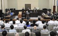 判決公判に臨む検察側(左)。この後、村木元局長に無罪が言い渡された(10日、大阪地裁)