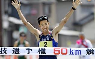 16日の日本選手権で3時間47分18秒で優勝した荒井