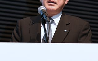 決算発表する吉永社長(9日、東京都港区)