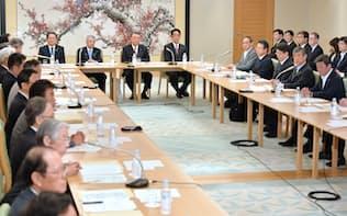 衆院議長公邸で開かれた天皇退位特例法案についての全体会議(10日)