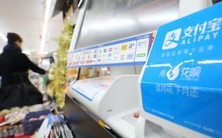 レジに設置されたアリペイに対応する端末(東京都品川区のローソンTOC大崎店)