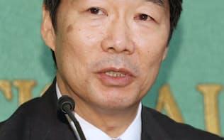 記者会見する前川前文部科学次官(23日)