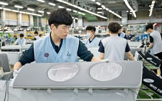 サムスンは生産職については3カ月単位で労働時間を管理する(韓国・光州のエアコン工場)