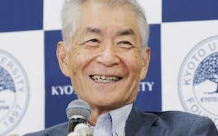 笑顔で記者会見する本庶佑京大特別教授(1日、京都市)