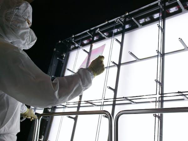 液晶パネルは供給過剰が鮮明(友達光電の工場)